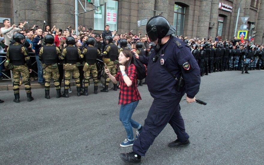 """За """"явное неуважение"""" к России в интернете предложили сажать на 15 суток"""