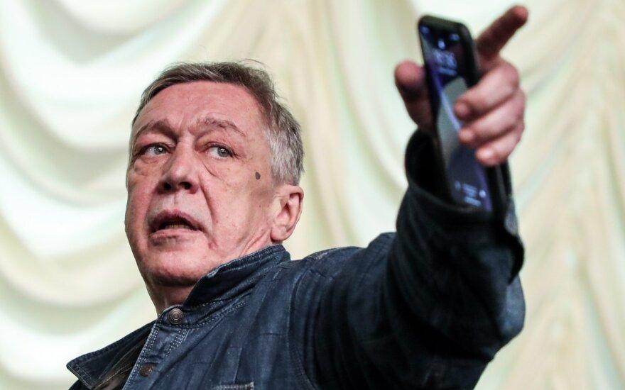 Адвокат: Ефремов готов усыновить детей погибшего водителя