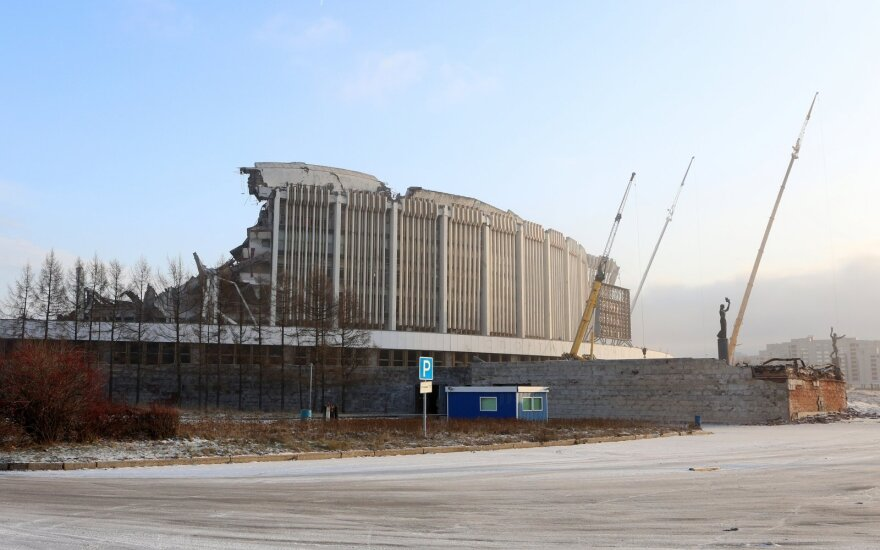 При демонтаже спорткомплекса в Санкт-Петербурге обрушилась крыша