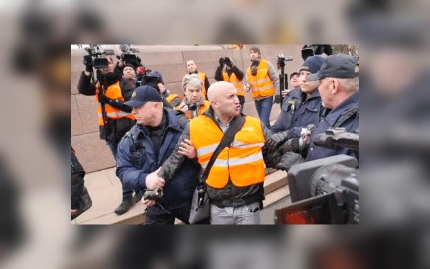 """Журналист Russia Today Филлипс включен в """"черный список"""" и выдворен из Латвии"""