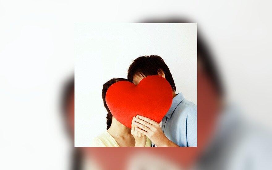 42-18357515, pora, meilė, bučinys