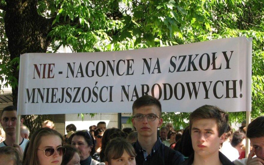 """""""Obrońmy nasze dzieci"""". Ogłoszono strajk ostrzegawczy. Wiec w obronie szkolnictwa mniejszości narodowych"""