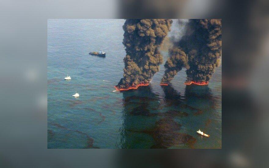 BP начала заделывать аварийную скважину