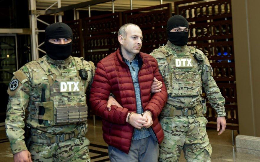 Алиев помиловал осужденного за поездку в Карабах блогера Лапшина