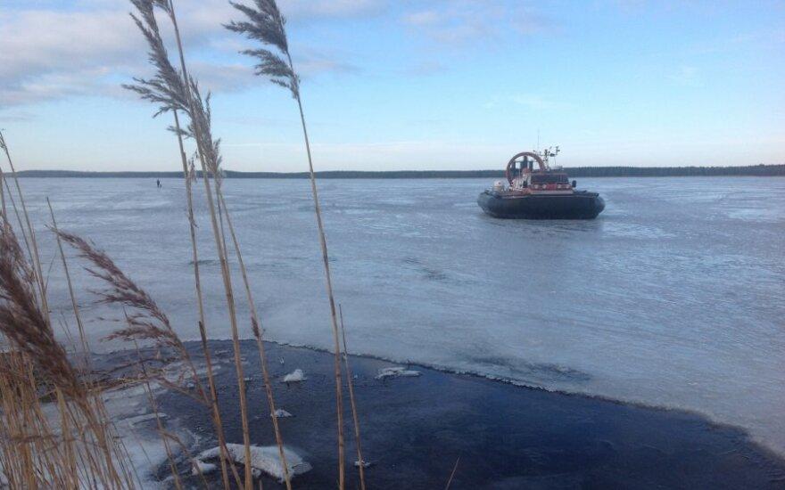 В Куршском заливе с отколовшейся льдины спасли 6 рыбаков