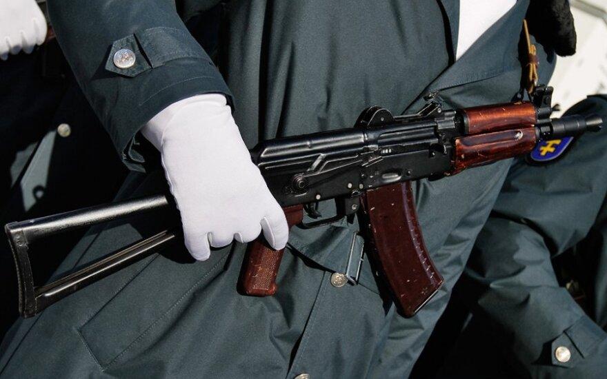 Сбежавший с оружием из войсковой части в Тверской области контрактник покончил с собой