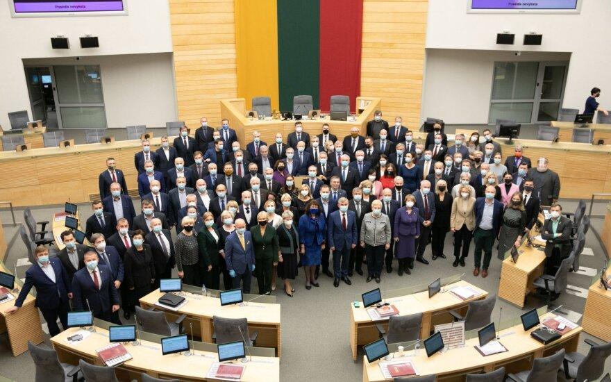 """У депутата парламента Литвы - коронавирус, ее коллега закрылся в кабинете: """"Жду результата"""""""