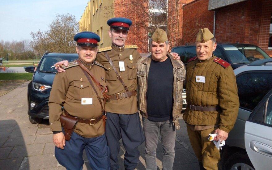 """Депутат в компании с """"сотрудниками НКВД"""": никакой проблемы нет"""