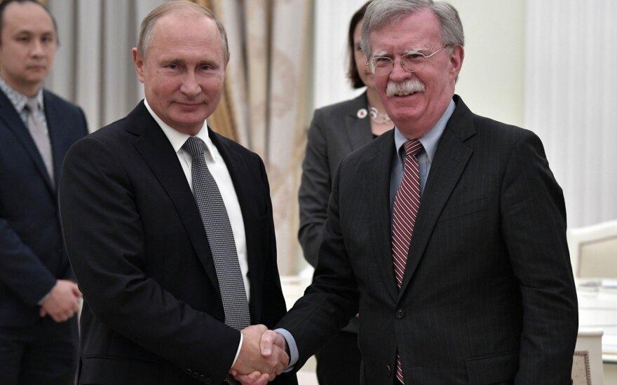 Vladimiras Putinas susitiko su Johnu Boltonu
