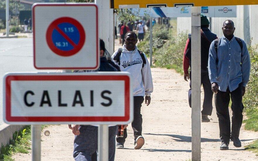В Кале ликвидируют лагерь беженцев: детей отправляют в Британию