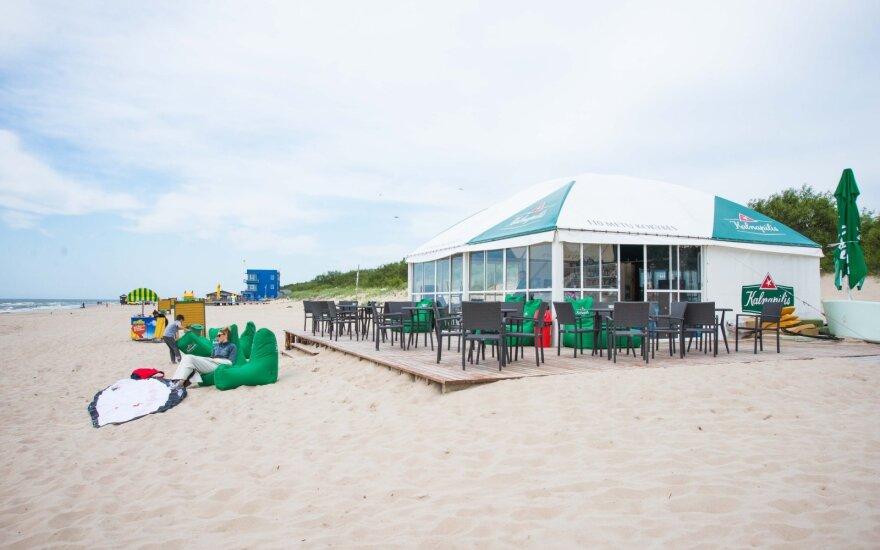 Парламент Литвы передумал: на литовских пляжах в кафе снова появится алкоголь