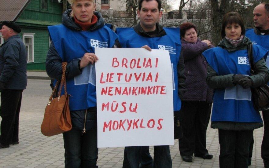 Pikieta w obronie polskiej szkoły w Trokach