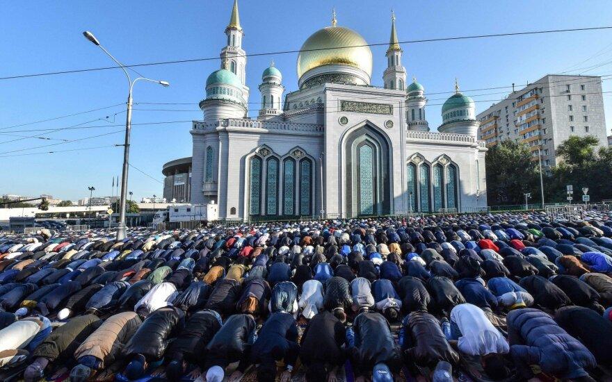 200 000 мусульман празднуют Курбан-Байрам в Москве
