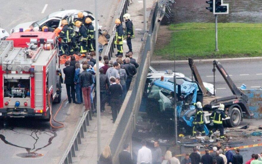 Жуткая авария: у водителя Kia сломаны ребра, у водителя грузовика – травма головы