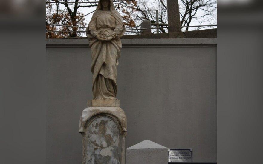 Могила  семьи М.Добужинского после реставрации
