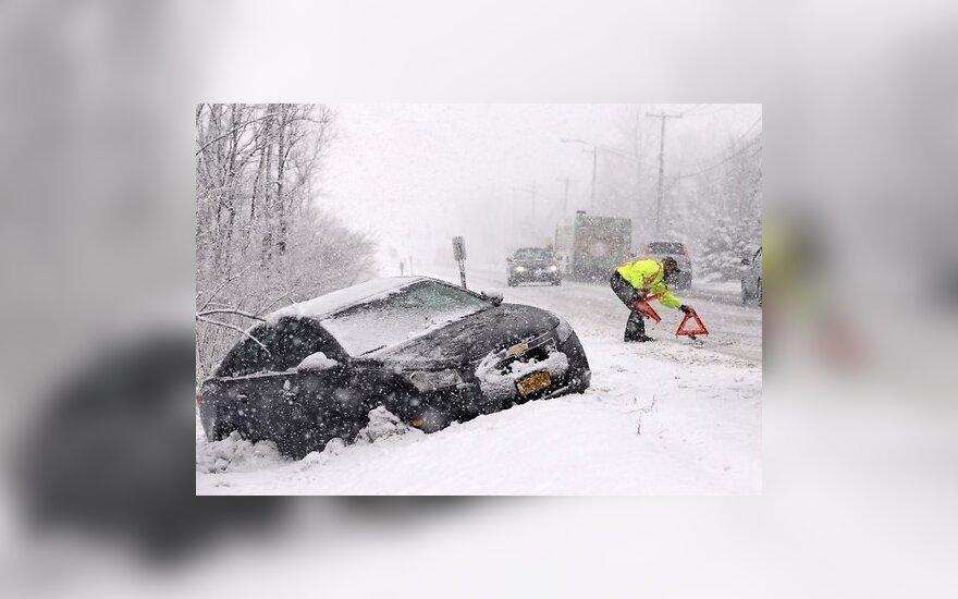 Снежная буря в Канаде: затонуло судно, 14 000 домов без света