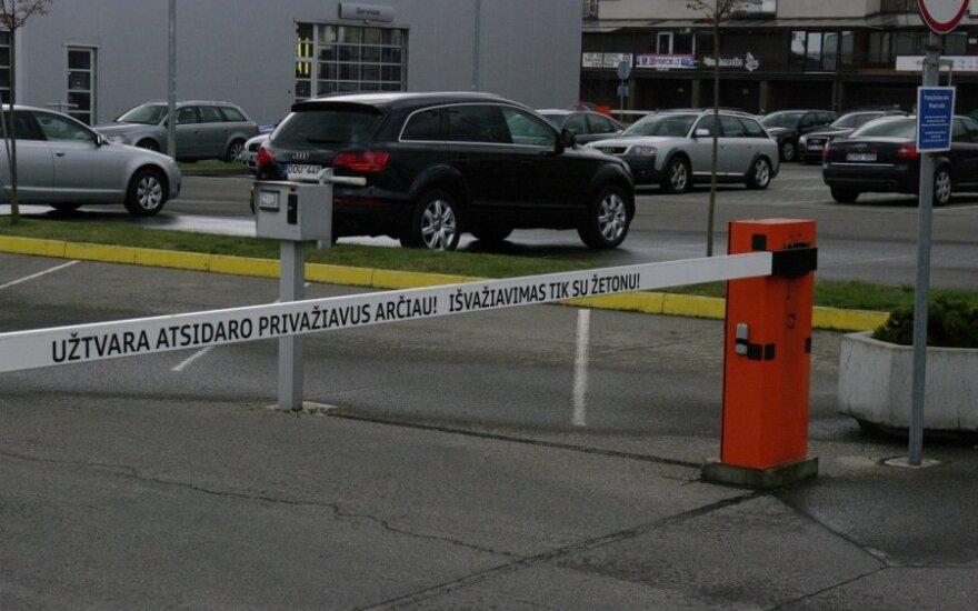 В Вильнюсе поврежден шлагбаум, автомобиль был с дипломатическими номерами
