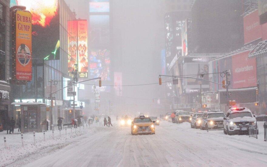 Число погибших в результате снежной бури в США достигло почти двух десятков