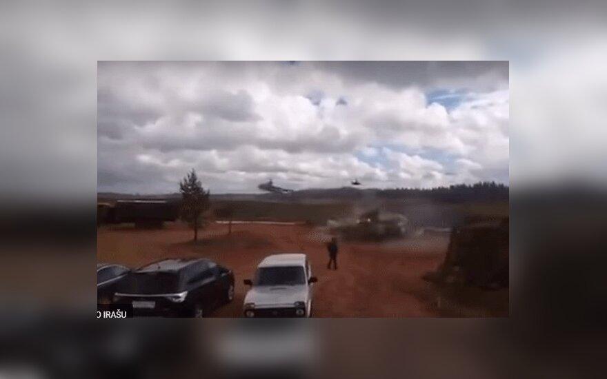 """На учениях """"Запад-2017"""" боевой вертолет выпустил ракету в зрителей"""