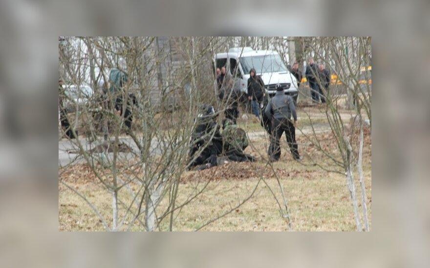 Угрожавший взорвать себя мужчина выбежал на улицу с боевой гранатой