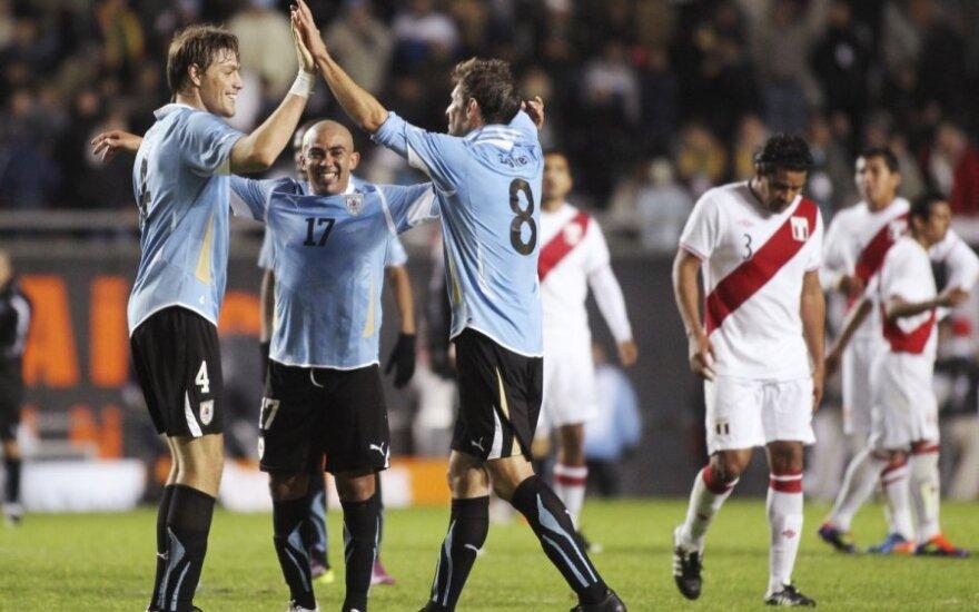 Urugvajaus rinktinė nugalėjo Peru futbolininkus