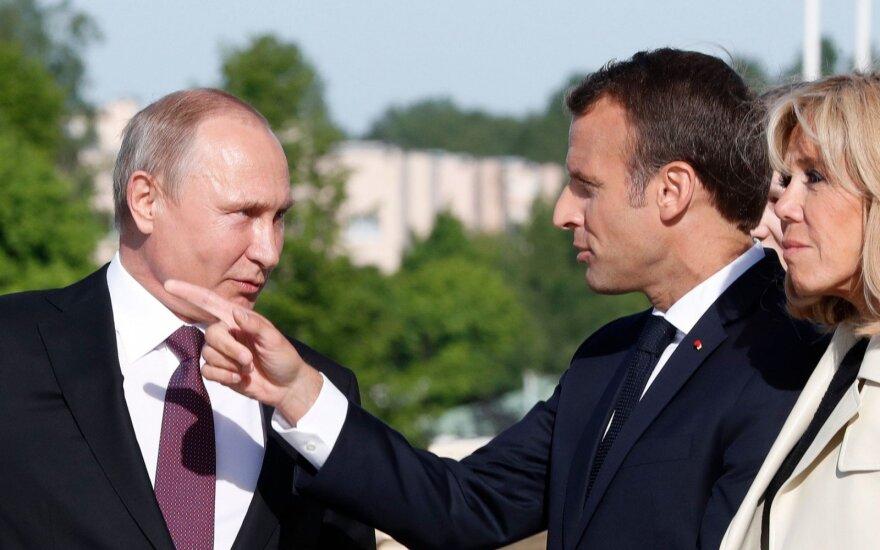 Vladimiras Putinas, Emmanuelis Macronas, Brigitte Macron