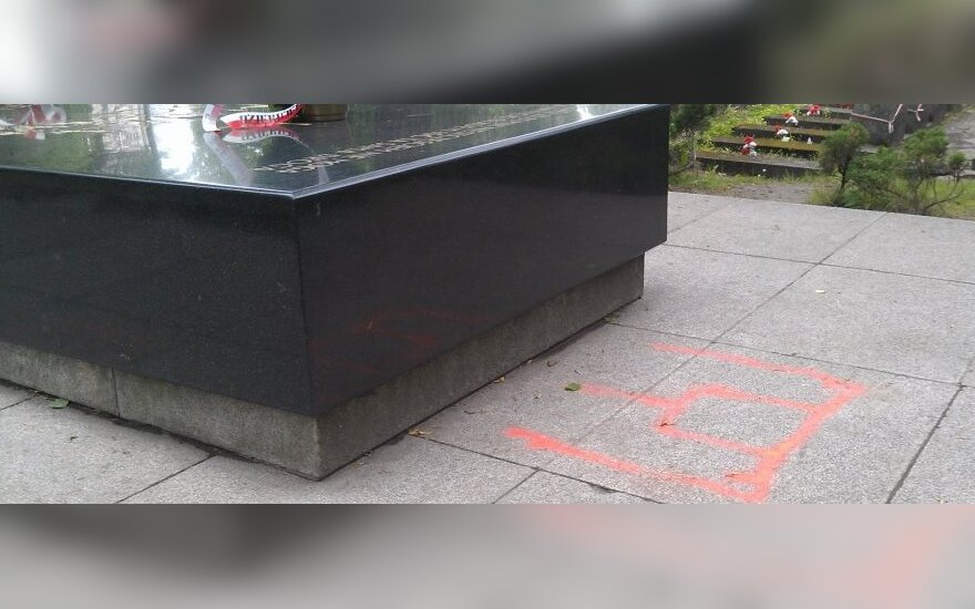 Słupy Giedymina na mauzoleum Józefa Piłsudskiego. fot. Aleksander Sudujko Facebook