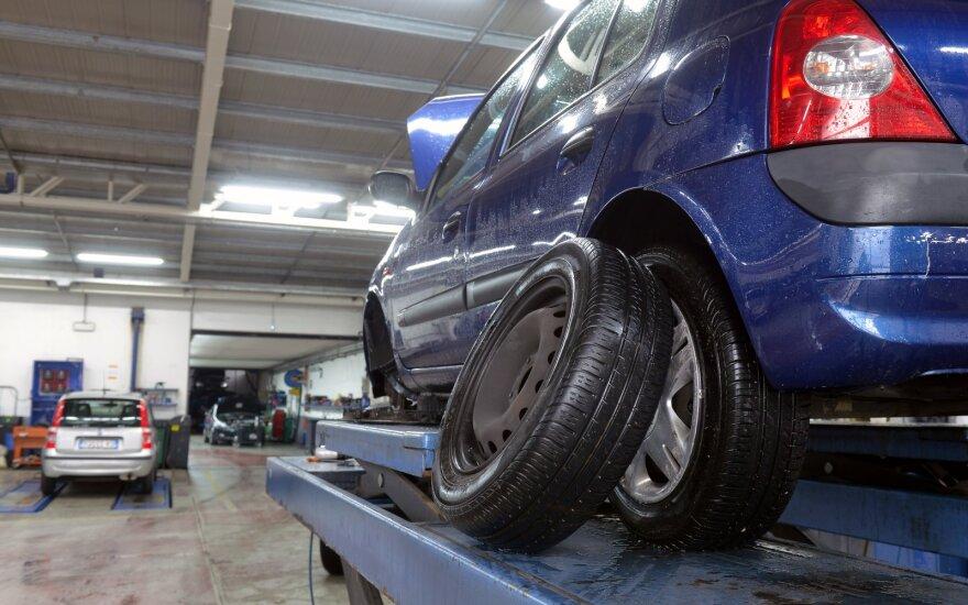 Каждый пятый житель Литвы экономит на подготовке автомобиля к зиме