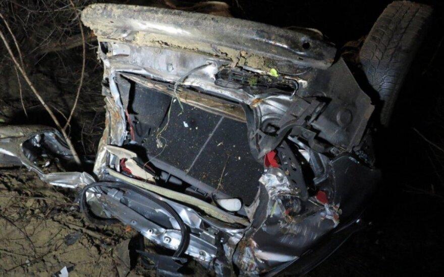 В Клайпедском районе автомобиль слетел с обрыва