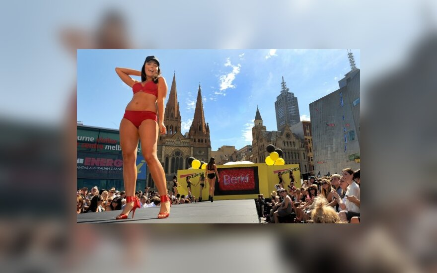 Красотки в бикини открыли фестиваль моды в Мельбурне