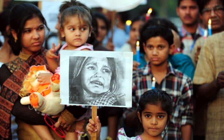 Protestai prieš žaginimus Indijoje