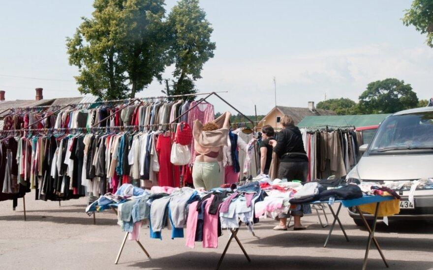 Цены на поношенную одежду радуют покупателей только в провинции