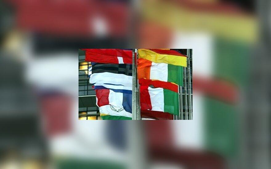 Europos Sąjungos šalių vėliavos plevėsuoja priešais Europos Parlamentą Strasbūre (Prancūzija). Ketvirtadienį baigėsi Parlemanto sausio plenarinė sesija.