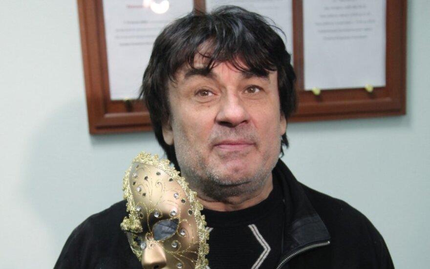 Певец Александр Серов высказался о романе с 17-летней