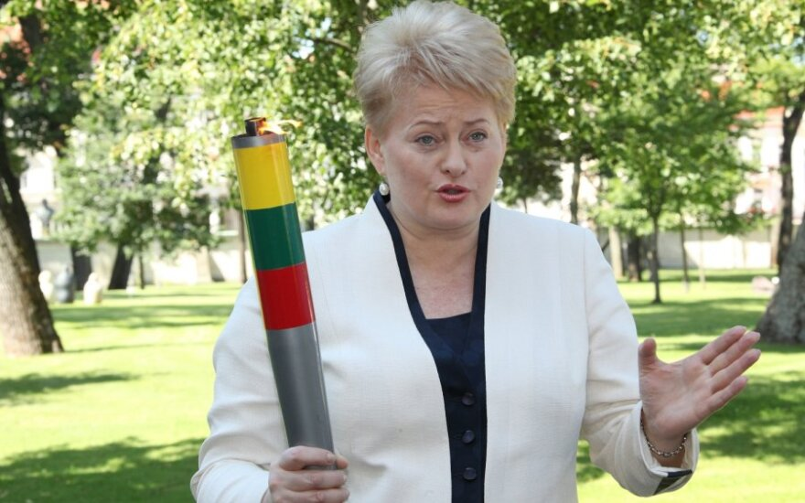 Prezidentė Dalia Grybauskaitė su deglu (president.lt nuotr.)