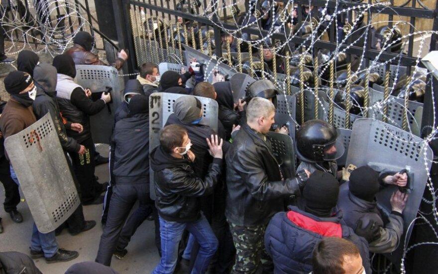 Украина: в Донецке - ультиматум, в Харькове над администрацией - флаг России