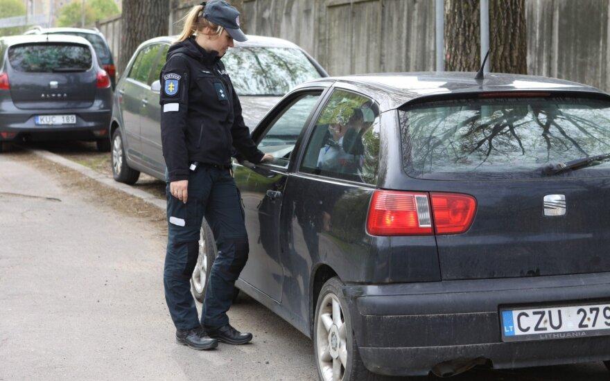 В Вильнюсе полиция штрафует водителей, которые пользуются мобильными телефонами
