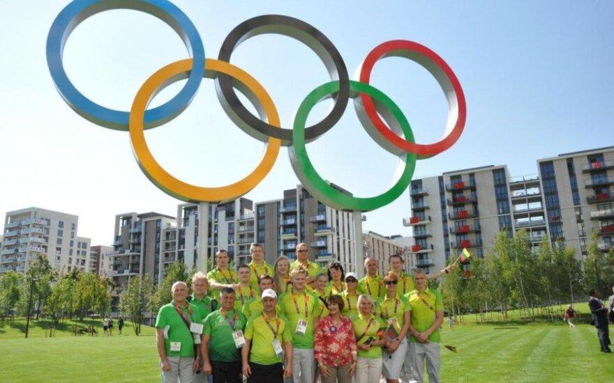 Londono olimpiniame kaimelyje oficialiai pakelta Lietuvos vėliava