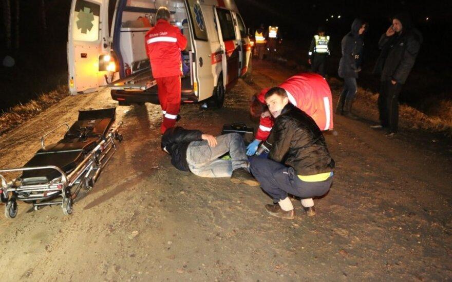Сбивший велосипедиста пьяный водитель выбросил из машины свою подругу