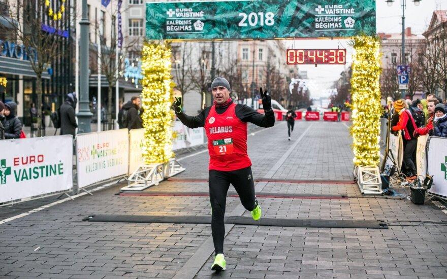 Новый рекорд в столице Литвы – столько бегунов в рождественских костюмах Вильнюс ещё не видел