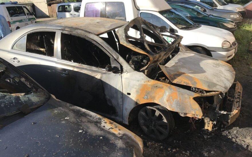Минувшей ночью, как подозревают, подожгли автомобиль члена горсовета Таураге