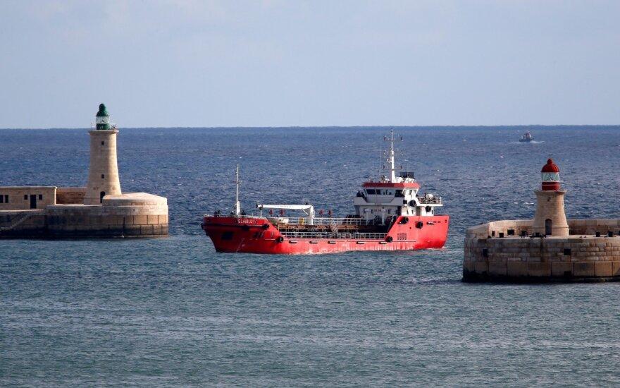 Maltos karinis laivynas perėmė migrantų užgrobto tanklaivio kontrolę