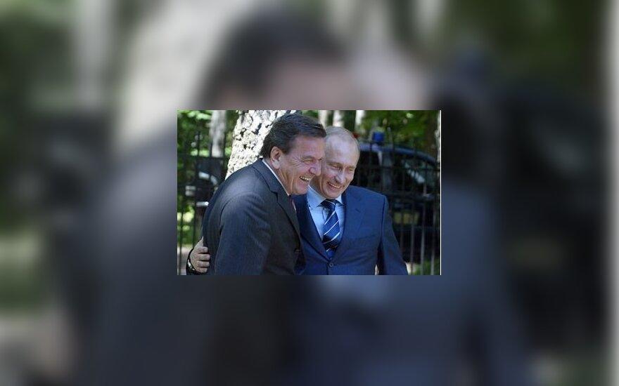 Rusijos prezidentas Vladimiras Putinas ir Vokietijos kancleris Gerhardas Schroederis