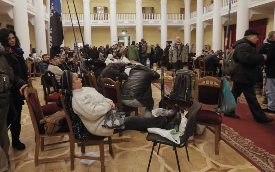 Суд обязал протестующих в Киеве освободить захваченные здания