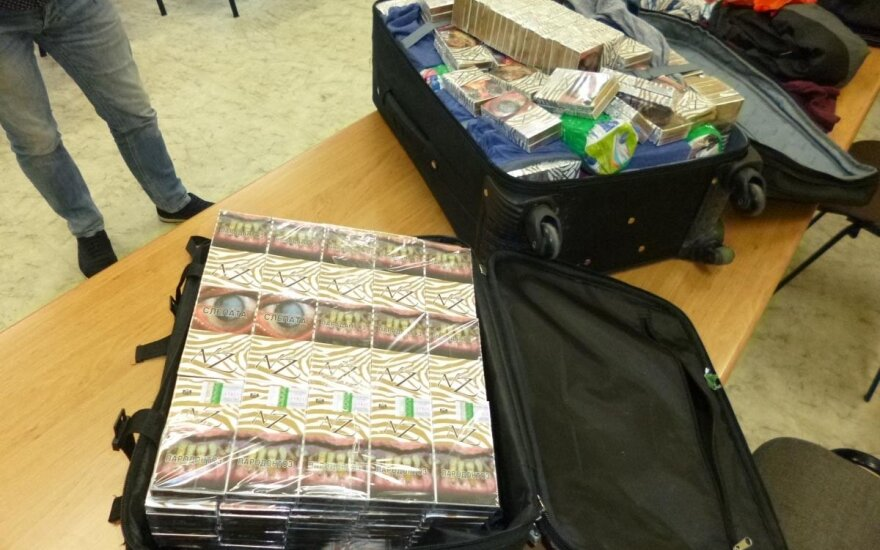 Жители Мариямполе везли в Германию полные чемоданы сигарет