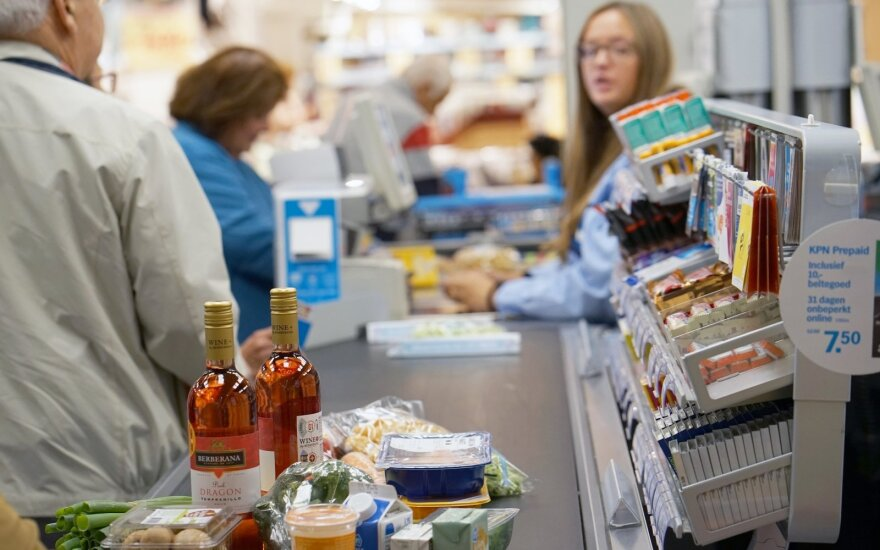 Показатель потребительского доверия в Литве в апреле упал максимально за десятилетие