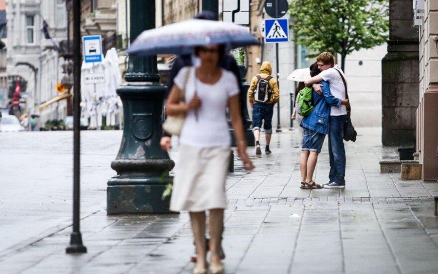 Непродолжительный ливень затопил улицы Вильнюса