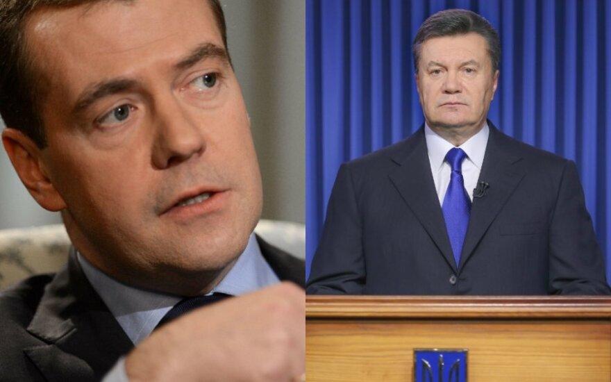Российский премьер Медведев призвал Януковича не быть тряпкой