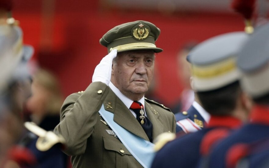 Королю Испании вживили протез в левое бедро