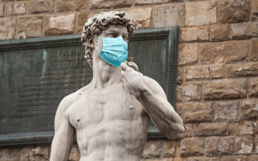 Dovydo skulptūra su kauke
